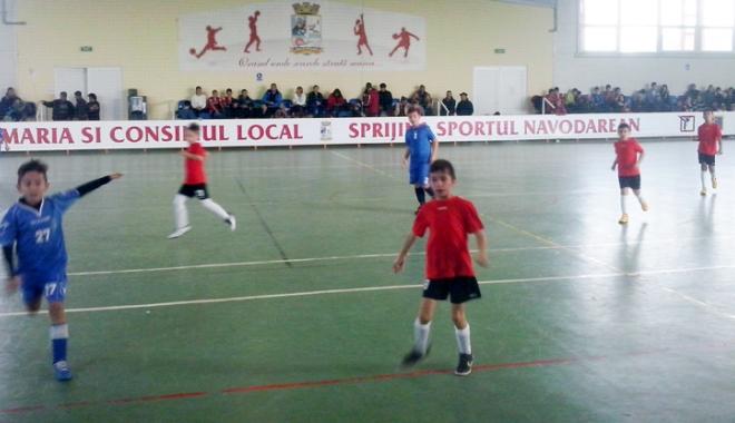 Foto: Fotbal şi handbal la Năvodari, de 1 Iunie