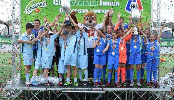 """Foto: Echipa Şcolii nr. 39 """"Nicolae Tonitza"""", pe podiumul turneului de la Cumpăna"""
