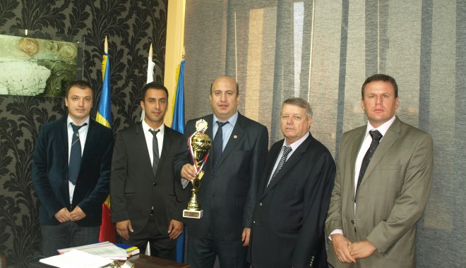 """Foto: Echipa de fotbal a Universităţii """"Ovidius"""" Constanţa, Campioană Mondială"""
