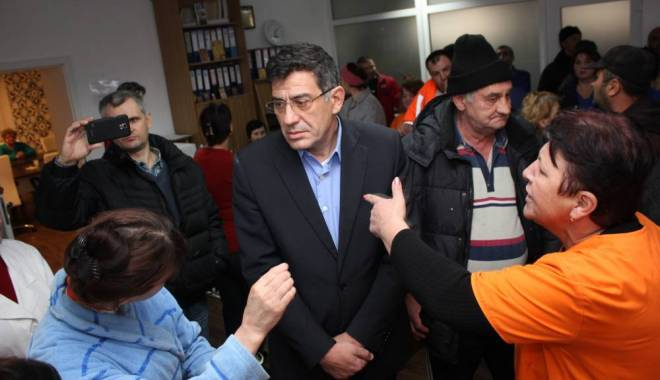 Foto: VIDEO. GREVĂ la Sanatoriul Techirghiol! Oamenii au ajuns la capătul răbdării. Managerul nu vrea să îşi dea demisia!
