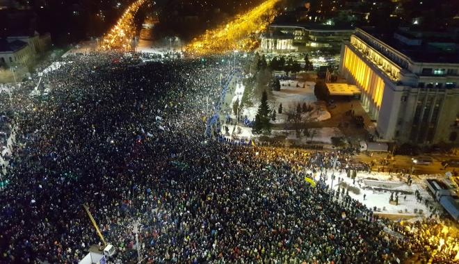 """Foto: Ziua Naţională, în presa internaţională. """"De ziua lor, românii protestează. Democraţia, în pericol"""""""