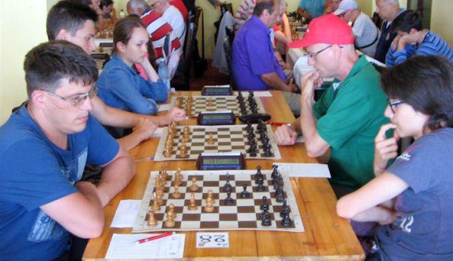 Foto: MM George Grigore, campionul turneului internaţional de şah de laEforie Nord