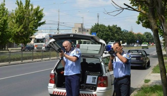 """Foto: Poliţiştii rutieri: """"Domnule Preşedinte, vă rugăm să nu promulgaţi această lege"""""""