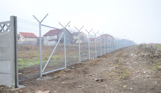 Foto: GALERIE FOTO / Vă place cum arată Constanţa? Soluţia Armatei: garduri de beton şi sârmă ghimpată sub nas, în civilizaţia lui 2018