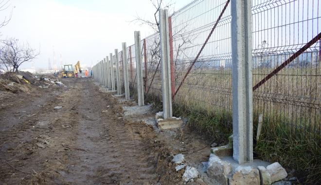 GALERIE FOTO / Vă place cum arată Constanţa? Soluţia Armatei: garduri de beton şi sârmă ghimpată sub nas, în civilizaţia lui 2018 - foto4-1515165494.jpg