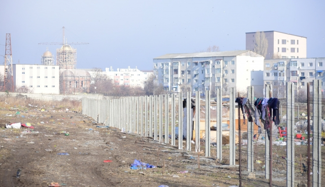 GALERIE FOTO / Vă place cum arată Constanţa? Soluţia Armatei: garduri de beton şi sârmă ghimpată sub nas, în civilizaţia lui 2018 - foto5-1515165511.jpg