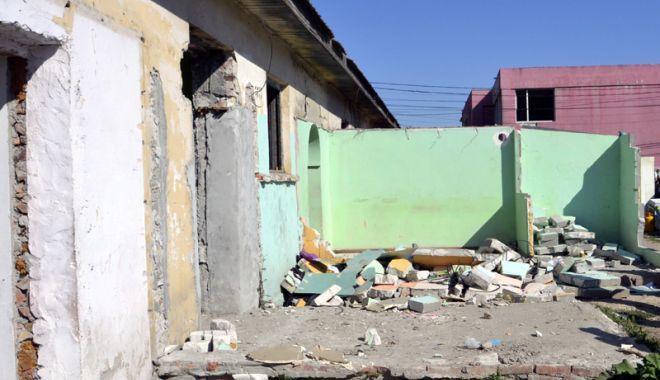 Foto: Consilierii din Mangalia au aprobat demolarea unei clădiri. Cine locuia în ea