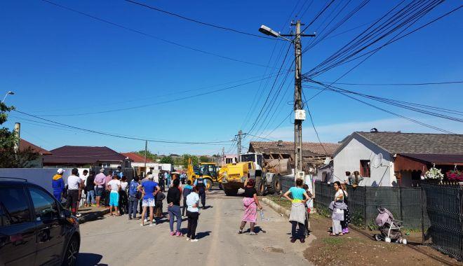 Primăria Mangalia a demolat încă o clădire insalubră de la marginea orașului - fotobaraci-1558549300.jpg