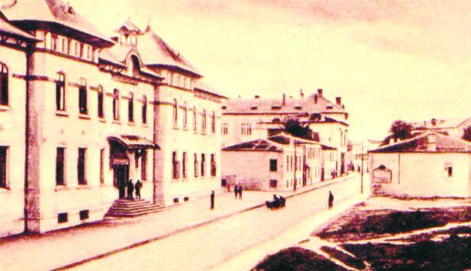 """Foto: 100 de ani în slujba învăţământului constănţean. Centenar la Colegiul Naţional """"Mihai Eminescu"""""""