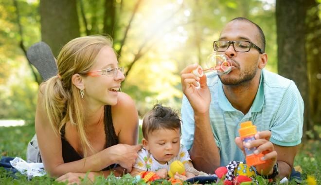 Foto: Reguli noi pentru copiii adoptaţi care vor să-şi cunoască părinţii naturali