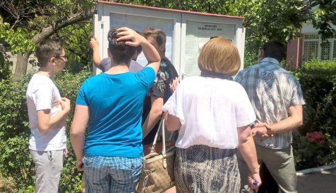 Foto: Începe bătaia la sutimi pentru admiterea în liceele bune