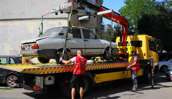 """Foto: A început """"vânătoarea"""" de vehicule abandonate, la Constanţa"""