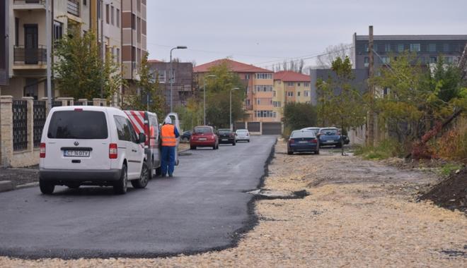 Foto: A dat Dumnezeu! A început marea asfaltare în cartierele Compozitorilor şi Baba Novac