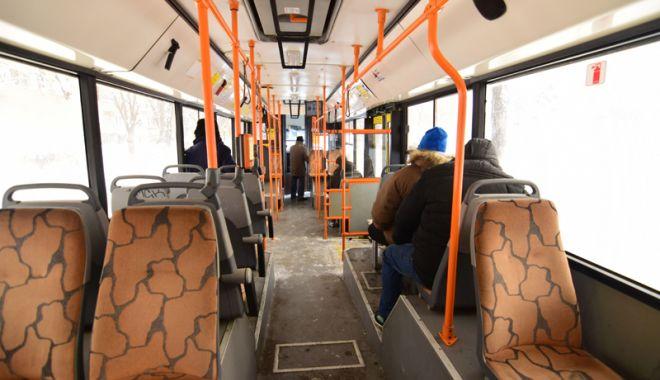 """Foto: Contracte şi vandali! Cine """"curăţă"""" autobuzele şi vistieria RATC"""