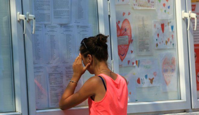 Foto: Bacalaureat de toamnă. Candidații picați în vară au o nouă șansă să ia diploma