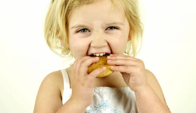 """Foto: Ce """"otrăvuri"""" sunt ascunse în biscuiţii  cu cremă de pe piaţă"""