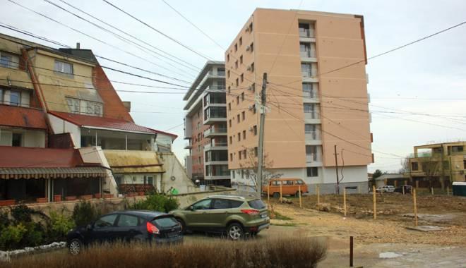 """Foto: Scandal imobiliar! Autorizaţii cu """"cântec"""", constănţeni indignaţi"""