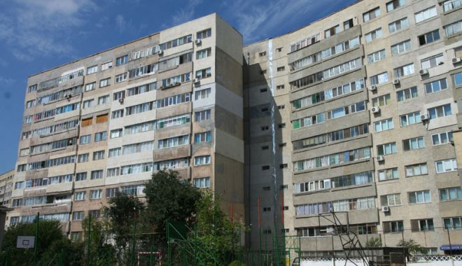"""Foto: Blocurile comuniste, şubrezite de modificările din apartamente. """"Ce-o fi, o fi, Dumnezeu cu mila!"""""""