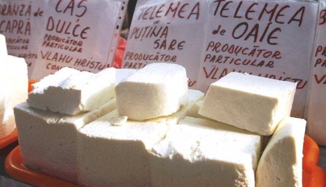 Foto: Credeai că mănânci brânză? Magazinele ne vând produse fără pic de lapte, amestecuri de grăsimi vegetale şi animale