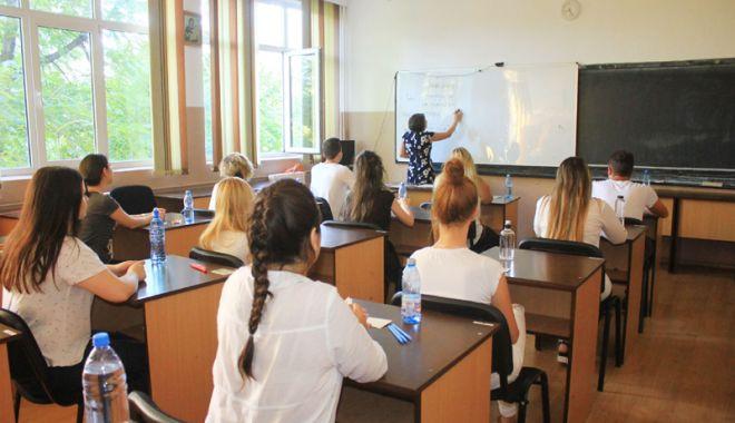 Foto: Milioane de euro pentru subvenţii şi ajutoare sociale. Bursele elevilor, mai la coadă!