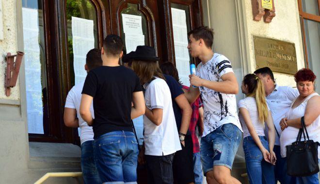 """Foto: Primarul Constanţei, acuzat de elevi de manipulare. """"Majorarea burselor este o necesitate, nu un moft!"""""""
