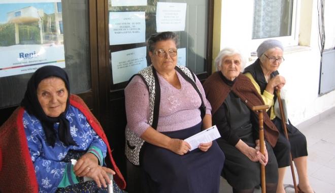 Foto: B�tr�ne�e pe lista de a�teptare! Sute de v�rstnici const�n�eni a�teapt� s� se elibereze un loc la azil