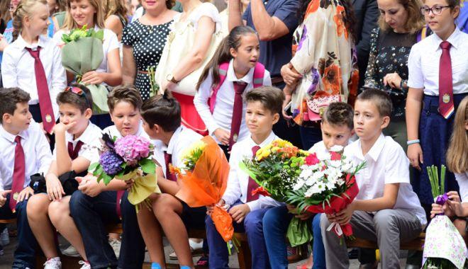 Foto: Vacanţa mare devine mai mică! Ministrul Educației a stricat planurile părinților