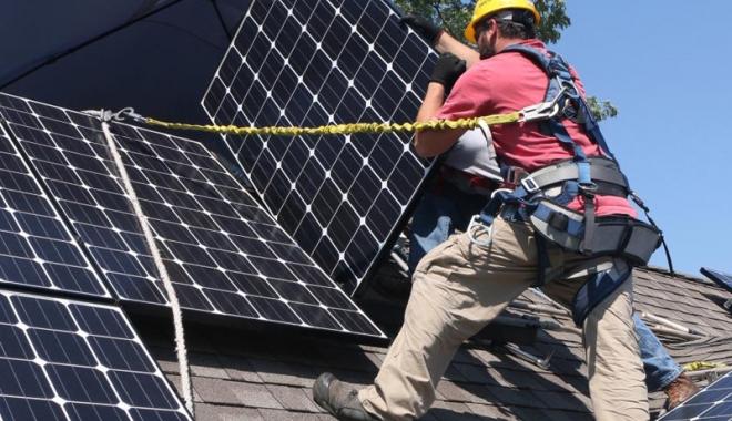 Foto: Cum poţi primi bani de la stat pentru sisteme de energie regenerabilă