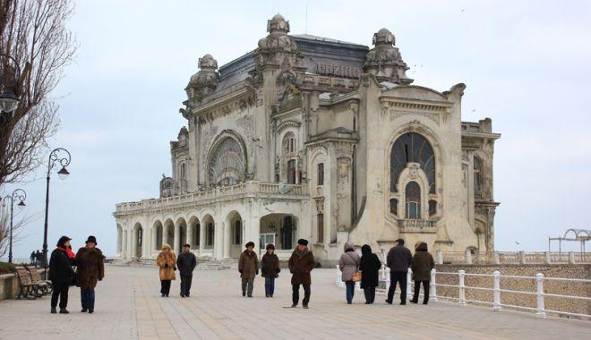Foto: Spectacol de lumini pe Cazinoul Constanţa