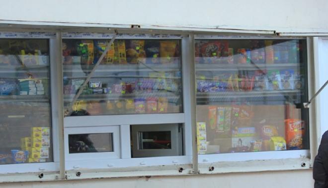 Foto: Doi bani nu dau pe lege! Chipsuri şi jeleuri vândute la chioşcurile din incinta şcolii