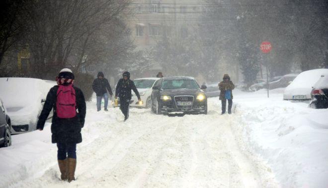 Amenzi pentru constănţenii care aruncă zăpada pe stradă - fotofondciclon1-1519829100.jpg