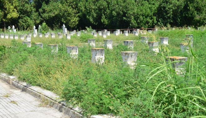 Cimitirul Eroilor din Constanţa, monument de indiferenţă şi lipsă de respect - fotofondcimitir12-1534868658.jpg