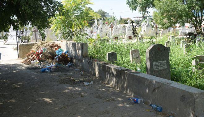 Cimitirul Eroilor din Constanţa, monument de indiferenţă şi lipsă de respect - fotofondcimitir17-1534868694.jpg