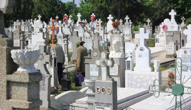 Foto: Criza locurilor de veci în Constanţa. Cimitirele sunt arhipline, speculanţii fac averi!