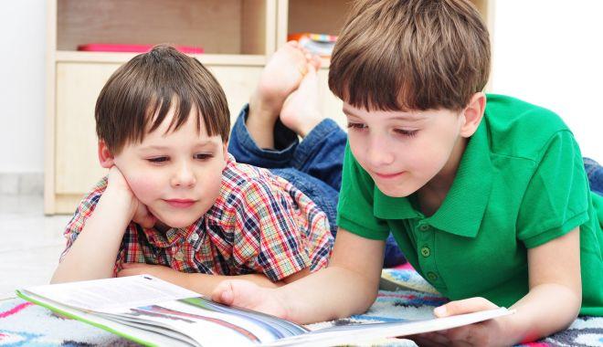 """Elevii, îngrijoraţi de reducerea numărului claselor a IX-a. """"Este ruleta rusească în educaţie!"""" - fotofondcitestemi2-1611155408.jpg"""