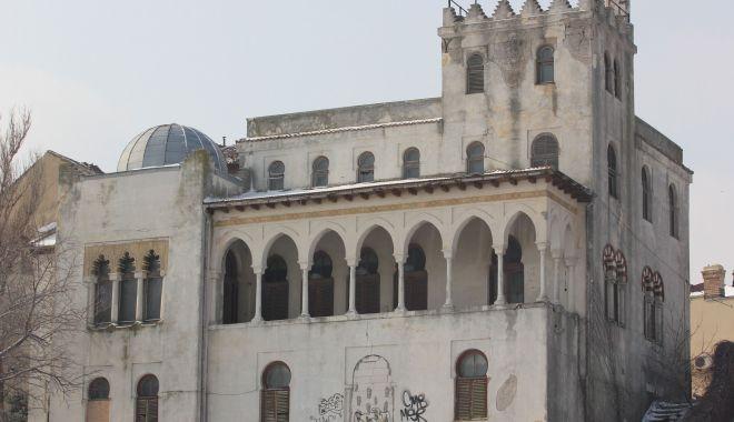"""Foto: Halal! Cum """"protejează"""" statul monumentele istorice din Constanţa"""