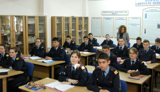 """Foto: """"Înrolări"""" la Colegiul Militar de Marină pentru absolvenţii claselor a IX-a şi a X-a, mate-info"""