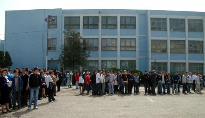 """Foto: Revoltă la Colegiul Tehnic de Marină """"Alexandru Ioan Cuza""""! """"De ce trebuie să părăsim şcoala noastră şi să vină alţii în locul nostru?"""""""
