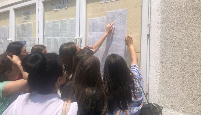 Foto: Concurenţă mare la liceele bune! Sute de elevi, departajaţi la sutime pentru admiterea 2019