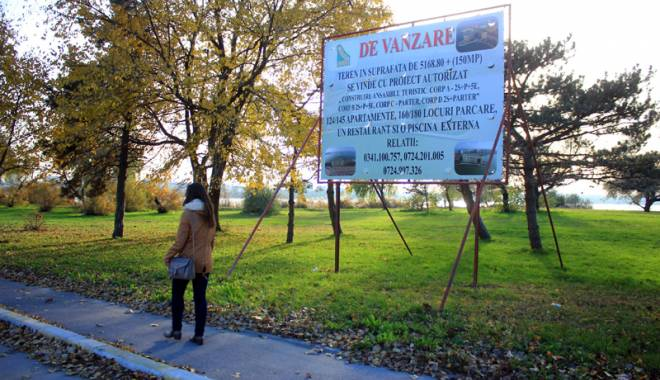 Foto: Măcel pe spaţiile verzi din Mamaia! Se vând şi ultimele petice de iarbă