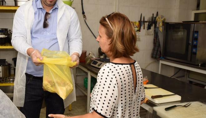 Foto: Ce mizerii servea clienţilor un cârciumar din Satul de Vacanţă