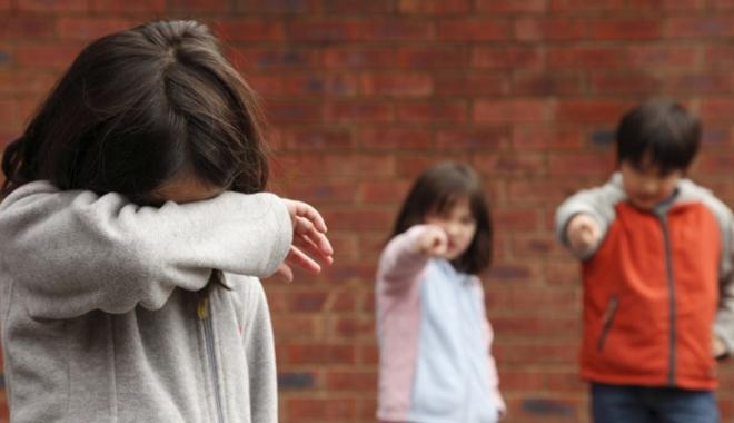 """Foto: """"Mi-a spus că îşi doreşte să moară!"""" Copii terorizaţi de colegi, la şcoală şi pe internet!"""