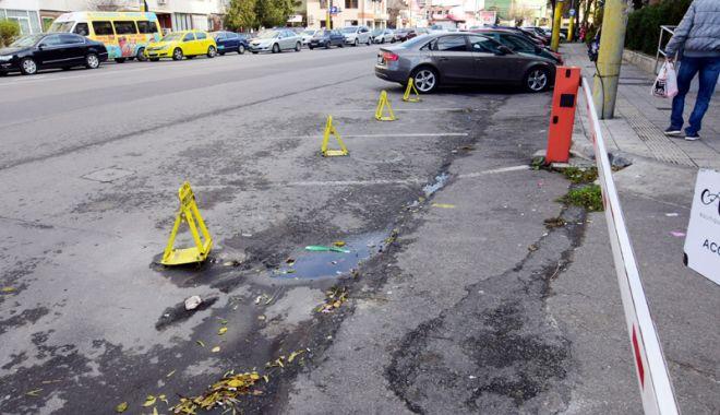 """Foto: Gata, s-a găsit soluţia! """"În locul a 10 garaje, putem parca 15 maşini"""""""