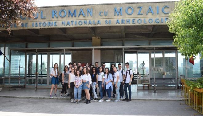 """Foto: Cine mai salvează Edificiul Roman cu Mozaic? """"Riscăm să-l pierdem sub ochii noştri!"""""""