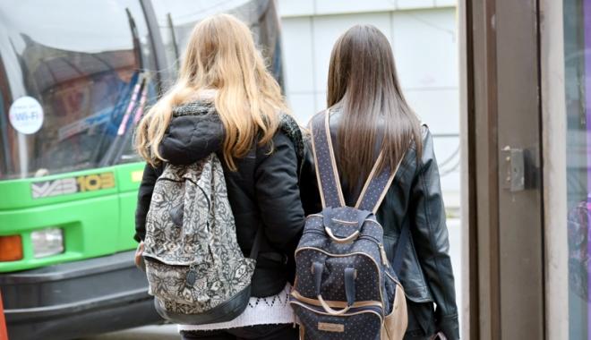 Foto: Victorie pentru elevii constănţeni. Cine beneficiază de navetă decontată