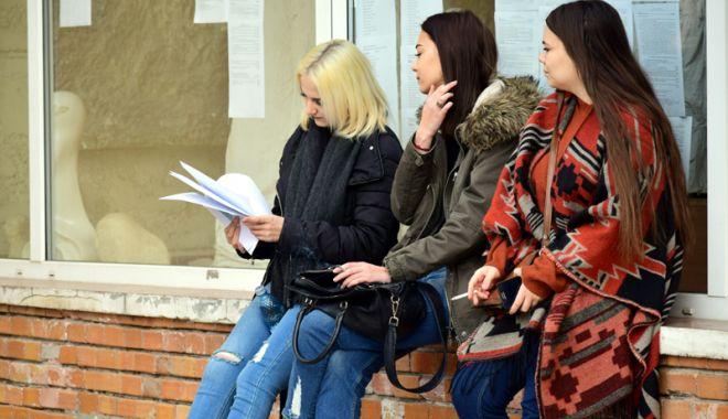 """Foto: Elevii din Constanța vor burse mai mari. """"Atitudinea primarului Făgădău este sfidătoare"""""""