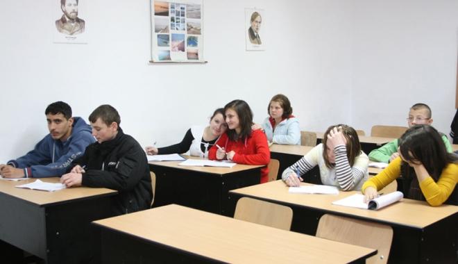 """Foto: Elevii vor să decidă ei ce pot învăţa opţional la şcoală: """"Învăţământul românesc ne pregăteşte pentru trecut, nu pentru viitor!"""""""