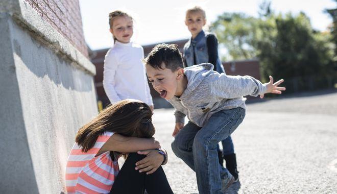 Foto: Elevi hărţuiţi. Tu știi prin ce necazuri trece copilul tău la școală?