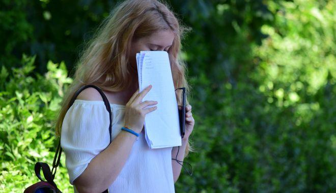 Emoţii uriaşe pentru absolvenţii de clasa a VIII-a. Astăzi începe Evaluarea Naţională 2019 - fotofondemotiiuriaseexamen1-1560803317.jpg