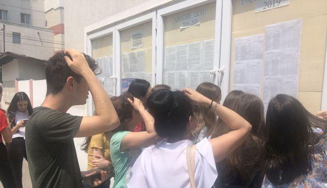 Foto: Lacrimi și suspine la Evaluarea Națională. 1.500 de candidați nu au reușit să ia media 5!